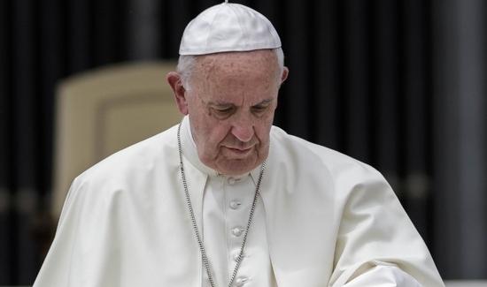"""Kilkudziesięciu uczonych wysłało do papieża  """"synowskie napomnienie w sprawie szerzenia herezji"""""""