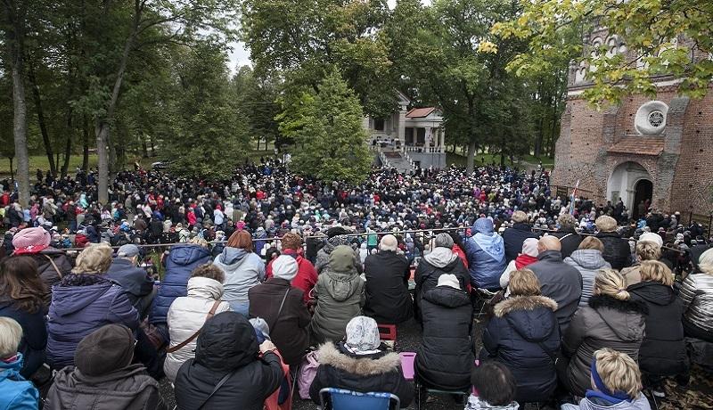 """Setki tysięcy wiernych na granicach. Ogromny sukces """"Różańca do Granic""""!"""