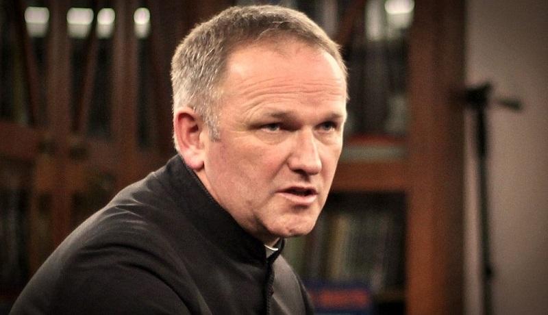 Ksiądz Lemański wysyła polskich katolików… do piekła. Za Różaniec do granic