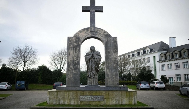 Francuska Rada Stanu nakazała usunięcie krzyża z pomnika Jana Pawła II