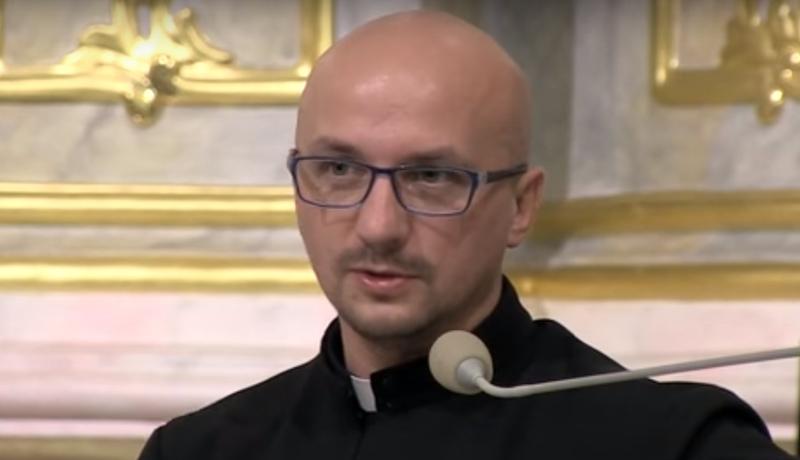 Liberalny jezuita znowu szokuje. Grzegorz Kramer tym razem pochwalił… samobójstwo