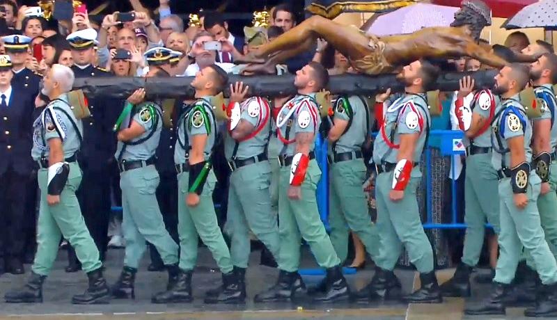 Hiszpańska Legia Cudzoziemska oddała hołd Chrystusowi. Czyni tak w każdy Wielki Czwartek
