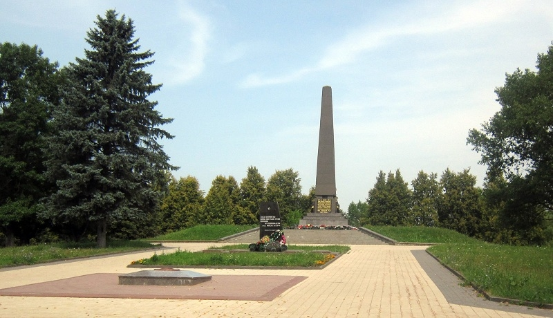 Białoruś: upamiętnienie ofiar Niemców - tak, Sowietów - nie. A ciała Polaków leżą pod śmieciami