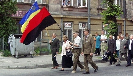 """Kult Bandery wchodzi na nowy etap. """"Sława Ukrainie"""" oficjalnym zawołaniem ukraińskiej armii?"""