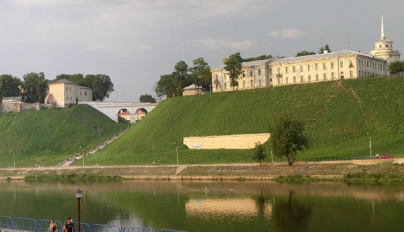 Odbudowa zamku w Grodnie. Rekonstrukcja czy twórcza swoboda?