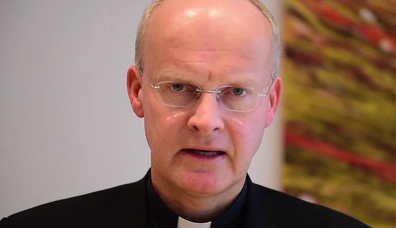 Niemiecki biskup zapowiada zmiany w Kościele: negatywna ocena homoseksualizmu wymaga korekty