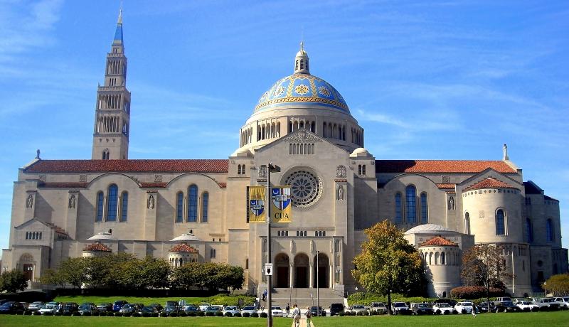 Grupa Indian z bębnami chciała wtargnąć do bazyliki w Waszyngtonie i przerwać Mszę św.