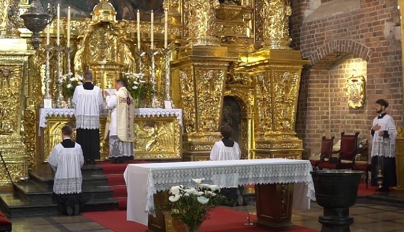 Ilu księży odprawia Mszę w dawnym rycie? Znamy statystyki
